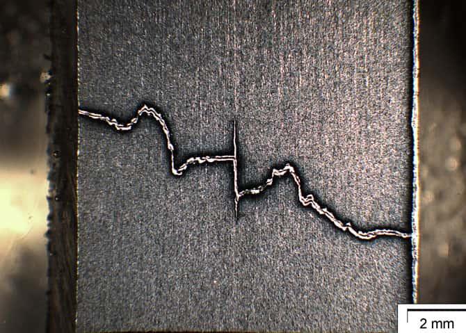 Bruchmchanik Riss in Stahlträger 2 mm